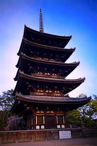 Japon de plusieurs étages à Nara photo blog voyage tour du monde https://yoytourdumonde.fr