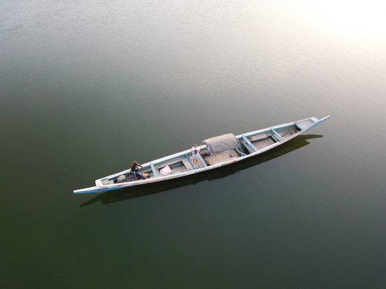 Pirogue pour pêcher sur l'Ile de Mar Lodj dans le Sine-Saloum au Sénégal photo blog voyage tour du monde https://yoytourdumonde.fr