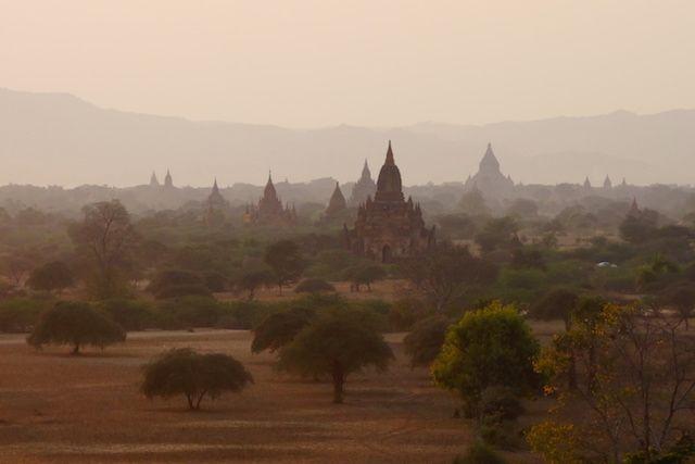 bagan birmanie myanmar photo couche du soleil voyage tour du monde https://yoytourdumonde.fr