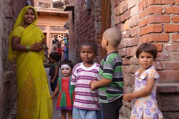 J'ai beaucoup aimé me joindre à la population locale à Fatehpur Sikri en inde photo blog voyage tour du monde https://yoytourdumonde.fr