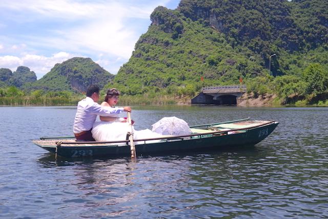 Marié Baie d'Halong terrestre photo blog voyage tour du monde http://yoytourdumonde.fr