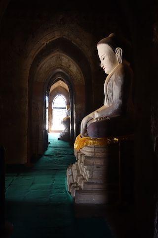 Sulamani temple presence d'un magnifique et tres ancien bouddha photo blog voyage tour du monde https://yoytourdumonde.fr