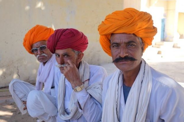 Les familles et les amis sont invités en Inde à la celebration du mariage photo blog voyage tour du monde https://yoytourdumonde.fr