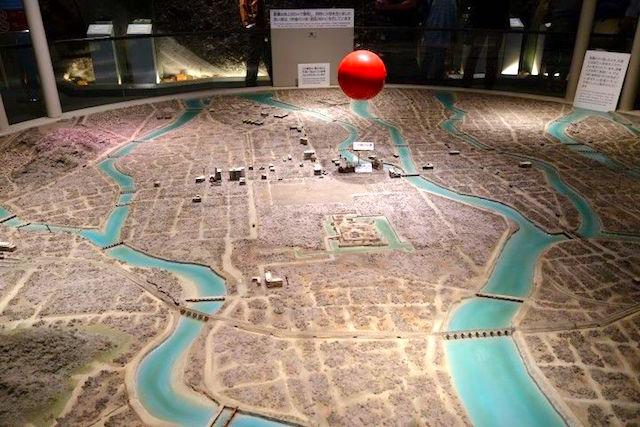 La bombe atomique n'a jamais touché la ville d'Hiroshima elle a explosé à plus de 300m au dessus des habitations. Photo blog voyage tour du monde https://yoytourdumonde.fr
