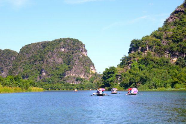 Visite baie d'halong terrestre et ninh binh photo blog voyage tour du monde https://yoytourdumonde.fr
