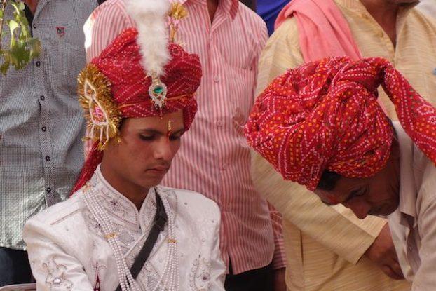 une jeune indien attend sa futur femme car il ne l'a jamais vu les mariage en inde sont arrangé photos blog voyage http://yoyytourdumonde.fr