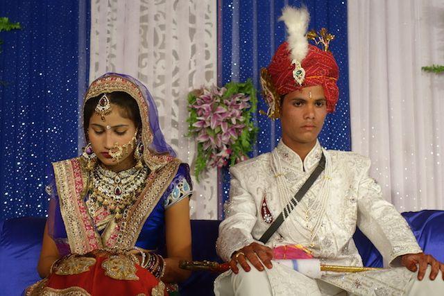 les mariages en inde sont arrangé et cela donne une joie assez mesuré lors de la ceremonie photo blog voyage tour du monde http://yoytourdumonde.fr