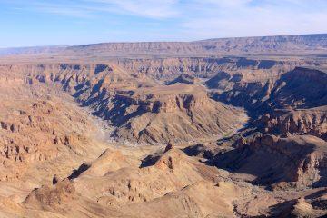 Le Fish River Canyon est le 2eme plus Grand Canyon du monde photo blog voyage tour du monde https://yoytourdumonde.fr
