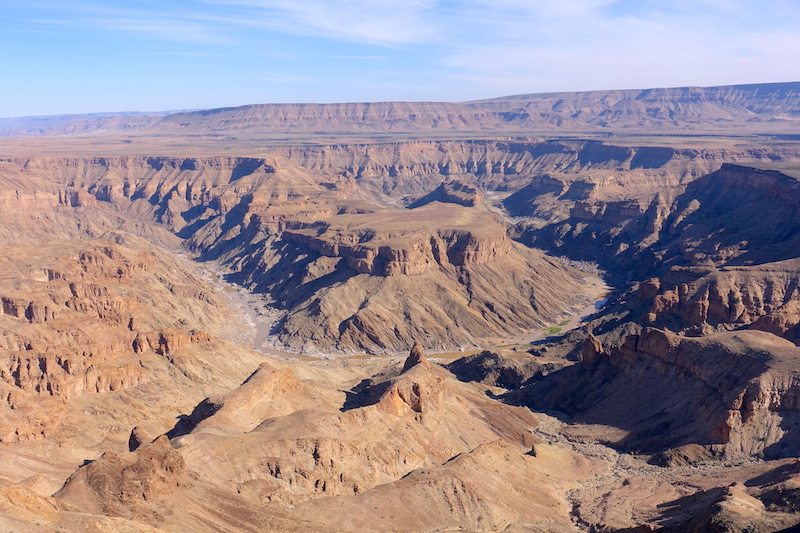 Le Fish River Canyon est le 2eme plus Grand Canyon du monde photo blog voyage tour du monde https://yoytourdumonde.fr