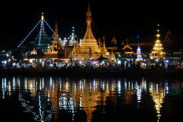 travel-voyage-temple-boudhiste-nuit