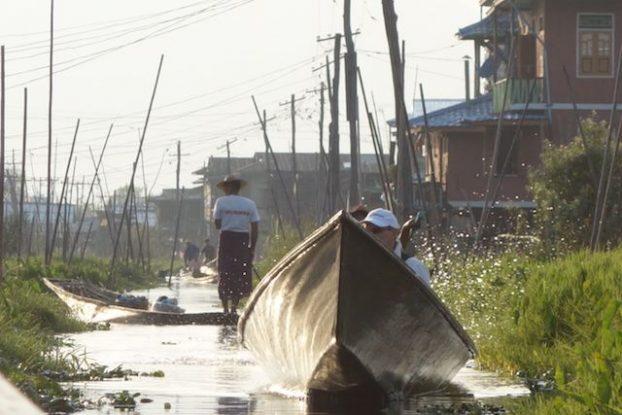 des avenues et des rues sur un lac oui c'est possible avec le lac inle en birmanie photo voyage tour du monde https://yoytourdumonde.fr