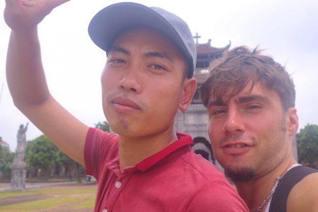 Cathédrale Phat Diem selfie vietnam baie d'halong terrestre photo blog voyage tour du monde https://yoytourdumonde.fr