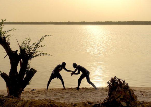 Des lutteurs à l'entrainement sur l'Ile de Mar Lodj photo blog voyage tour du monde https://yoytourdumonde.fr
