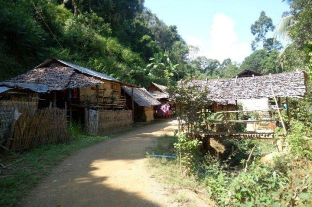 thailande-travel-voyage-picture-padaung-karen-femmes-longs-cou-bijoux