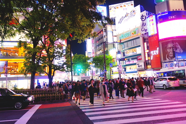 Le quartier de Shibuya photo blog voyage tour du monde https://yoytourdumonde.fr