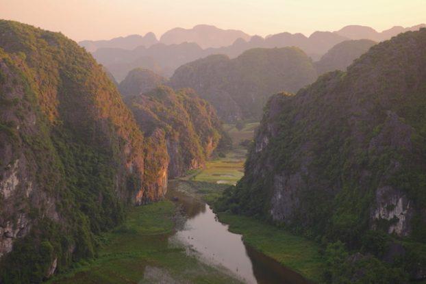 Couché de soleil sur la Baie d'Halong Terrestre vietnam photo blog voyage tour du monde https://yoytourdumonde.fr
