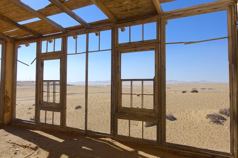 Kolmanskop Namibia picture travel https://yoytourdumonde.fr