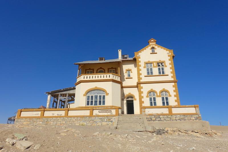 Maison abandonnée dans le désert eHouse Namibia Picture Travel https://yoytourdumonde.fr