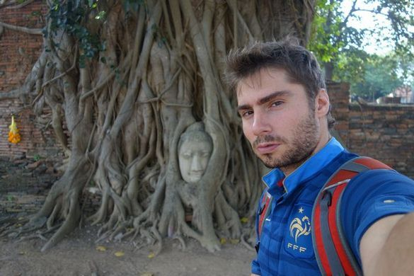 thailande-ayutthaya-unesco-plante-tete-bouddha-prisonnier-unesco-voyage-travelling