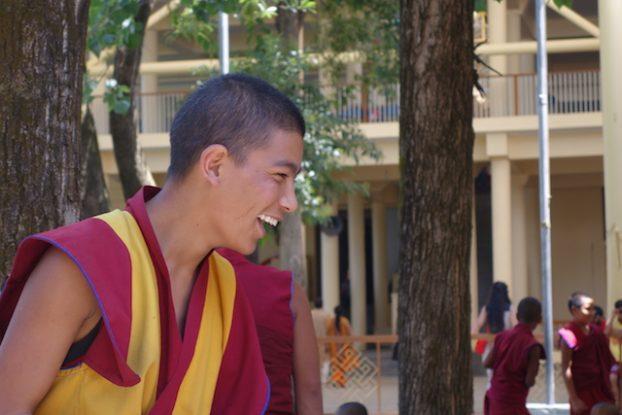 moine tibétain exil dharamsala photo blog voyage tour du monde https://yoytourdumonde.fr