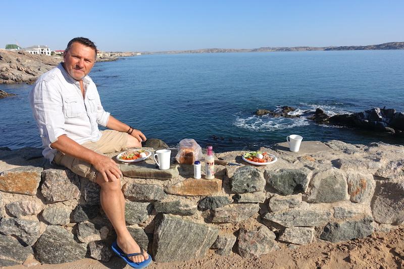 Camping et pique nique à Luderitz photo blog voyage tour du monde travel https://yoytourdumonde.fr