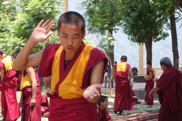 Ecole jeune moine tibétain photo blog voyage free tibet https://yoytourdumonde.fr