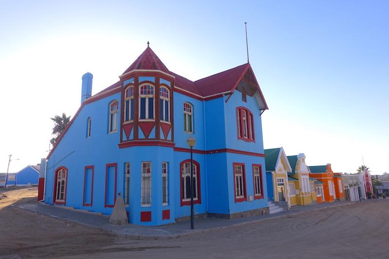 J'ai adoré l'architecture Art Nouveau de Luderitz en Namibie photo blog voyage tour du monde travel https://yoytourdumonde.fr