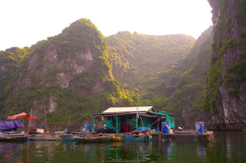 Baie d'Halong photo blog voyage tour du monde http://yoytourdumonde.fr