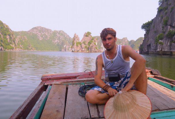 Vietnam Baie d'halong voyage tour du monde https://yoytourdumonde.fr