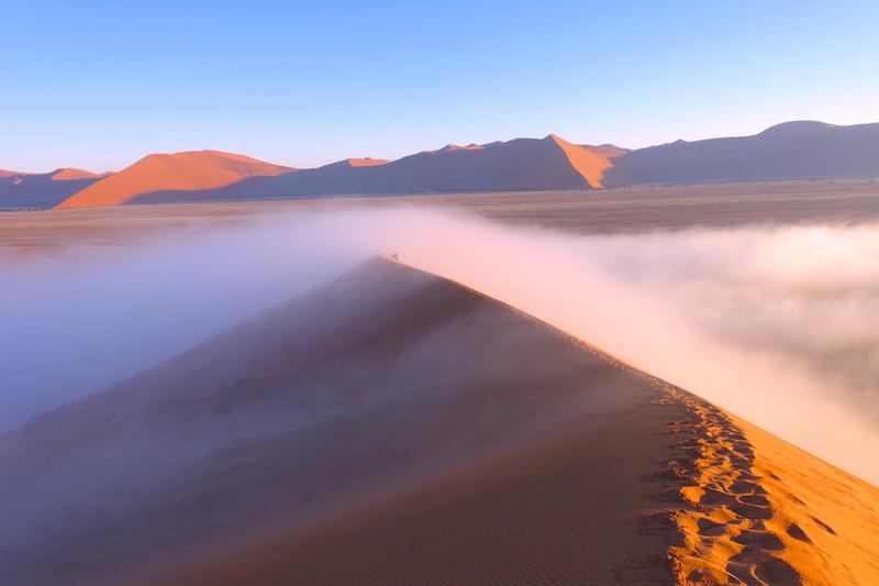 Brouillard dans le désert le plus aride du monde photo blog voyage tour du monde photo blog voyage tour du monde travel https://yoytourdumonde.fr