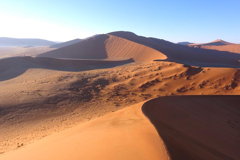 Les dunes du Désert Namib-Naukluft en Namibie photo blog voyage tour du monde travel https://yoytourdumonde.fr