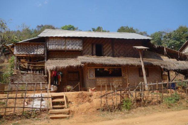 les maisons dans l'etat shan pres de hsipaw sont tres interessante a decouvrir photo voyage tour du monde https://yoytourdumonde.fr