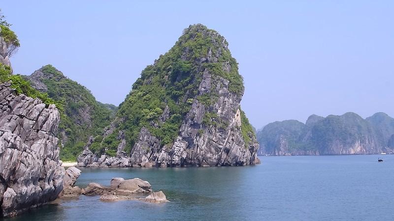 baie d'halong pains de sucre voyage tour du monde http://yoytourdumonde.fr