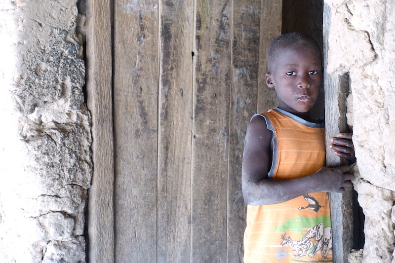 Jeune local apres ecole eloubaline senegal casamance tour du monde photo https://yoytourdumonde.fr