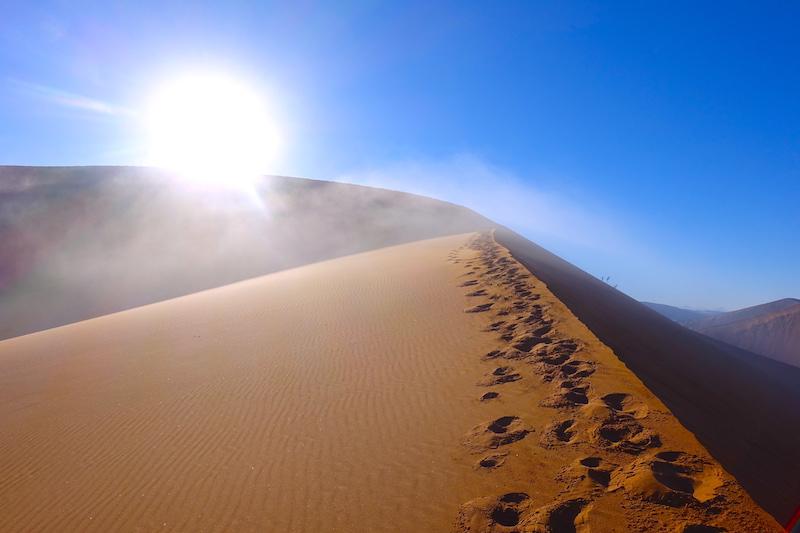 Désert de Namib au lever du soleil blog photo voyage tour du monde travel https://yoytourdumonde.fr