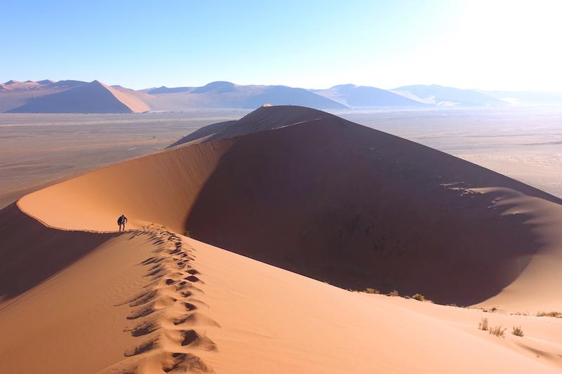 La Dune45 et sa grandeur dans le désert de Namib photo blog voyage tour du monde travel https://yoytourdumonde.fr
