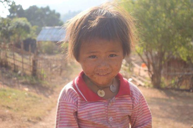portrait d'une jeune birmane dans l'etat shan pres de la localité de hsipaw photo blog voyage tour du monde https://yoytourdumonde.fr