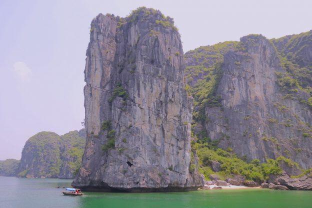 Baie d'halong voyage tour du monde https://yoytourdumonde.fr