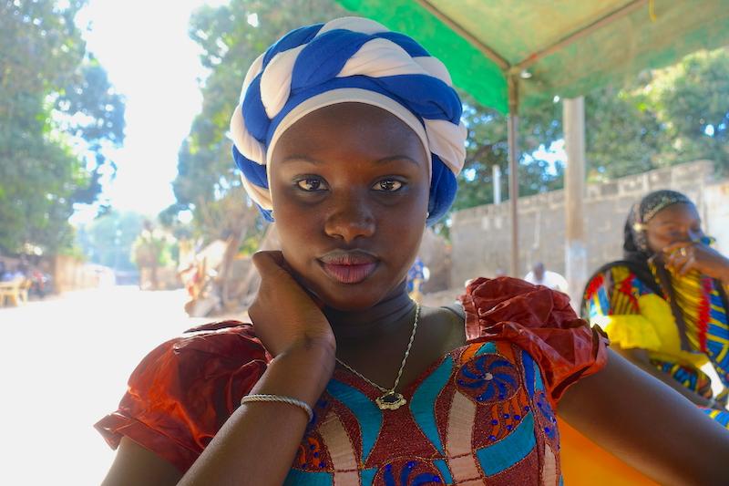 Mariage à Ziguinchor tenue traditionnelle photo blog voyage tour du monde https://yoytourdumonde.fr