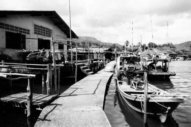 noir-blanc-koh-chang-thailande-village