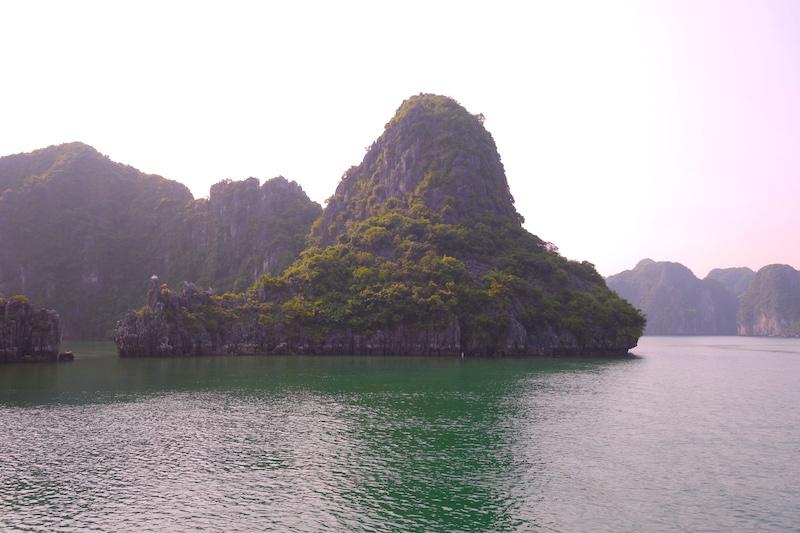 Vietnam baie d'halong photo blog voyage tour du monde http://yoytourdumonde.fr