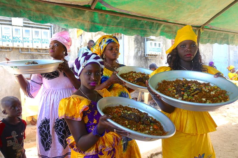 Invité à un mariage en Casamance photo blog voyage tour du monde https://yoytourdumonde.fr