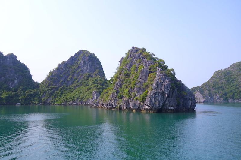 Magnifique Baie d'Halong photo blog voyage tour du monde http://yoytourdumonde.fr