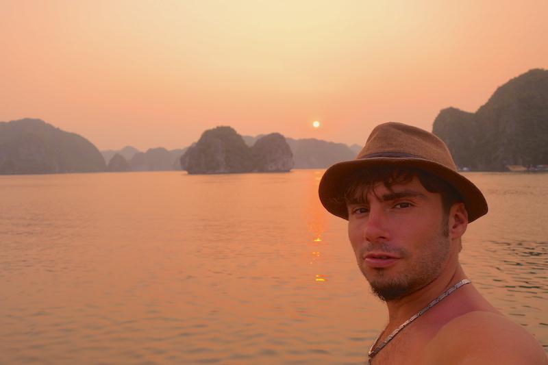 Baie d'Halong photo voyage tour du monde http://yoytourdumonde.fr