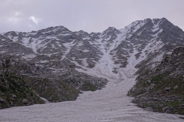 Trek sur glace Triund Hill pres de Dharamsala photo blog voyage tour du monde https://yoytourdumonde.fr