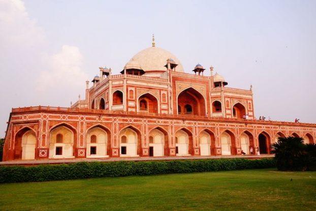Tombe de Humayun à New Delhi en Inde photo blog voyage tour du monde https://yoytourdumonde.fr