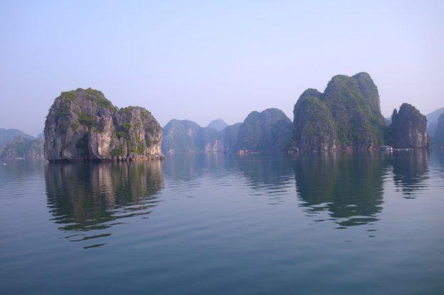 Vietnam Baie D'Halong photo blog voyage tour du monde https://yoytourdumonde.fr