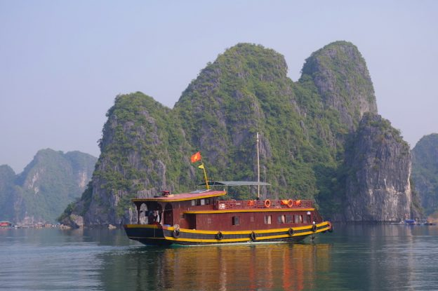 Différente croisière possible sur la Baie d'Halong photo blog voyage tour du monde https://yoytourdumonde.fr