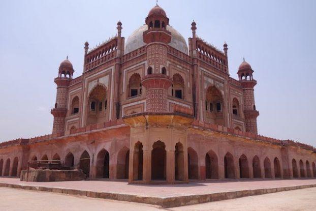 Magnifique batiments que le Safdarjung Tomb à New Delhi photo voyage tour du monde https://yoytourdumonde.fr