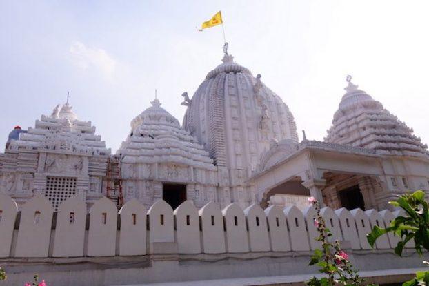 Temple hindouiste dans la capitalde de l'Inde New Delhi photo voyage tour du monde https://yoytourdumonde.fr